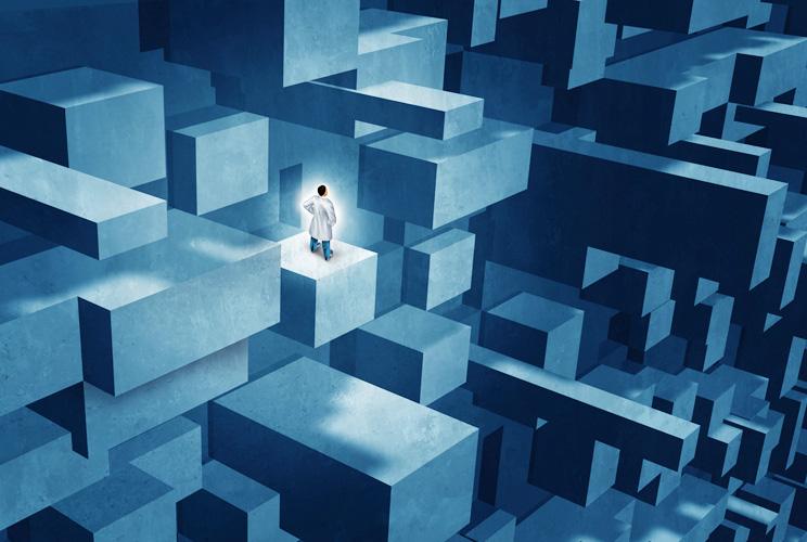 Imagen de laberinto con un hombre observando