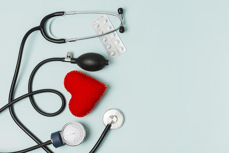 Imagen de un corazón y un fonendoscopio