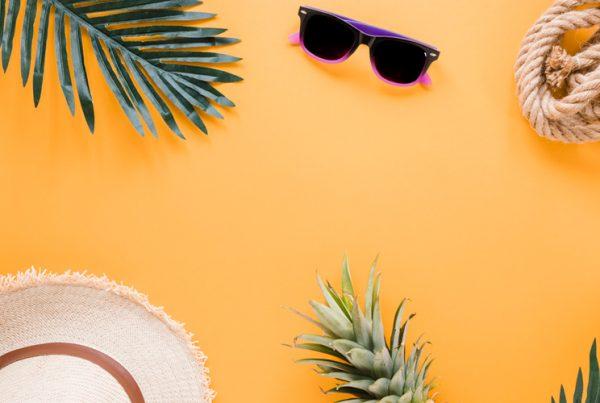 Imagen de una ilustración con unas gafas de sol, un sombrero...